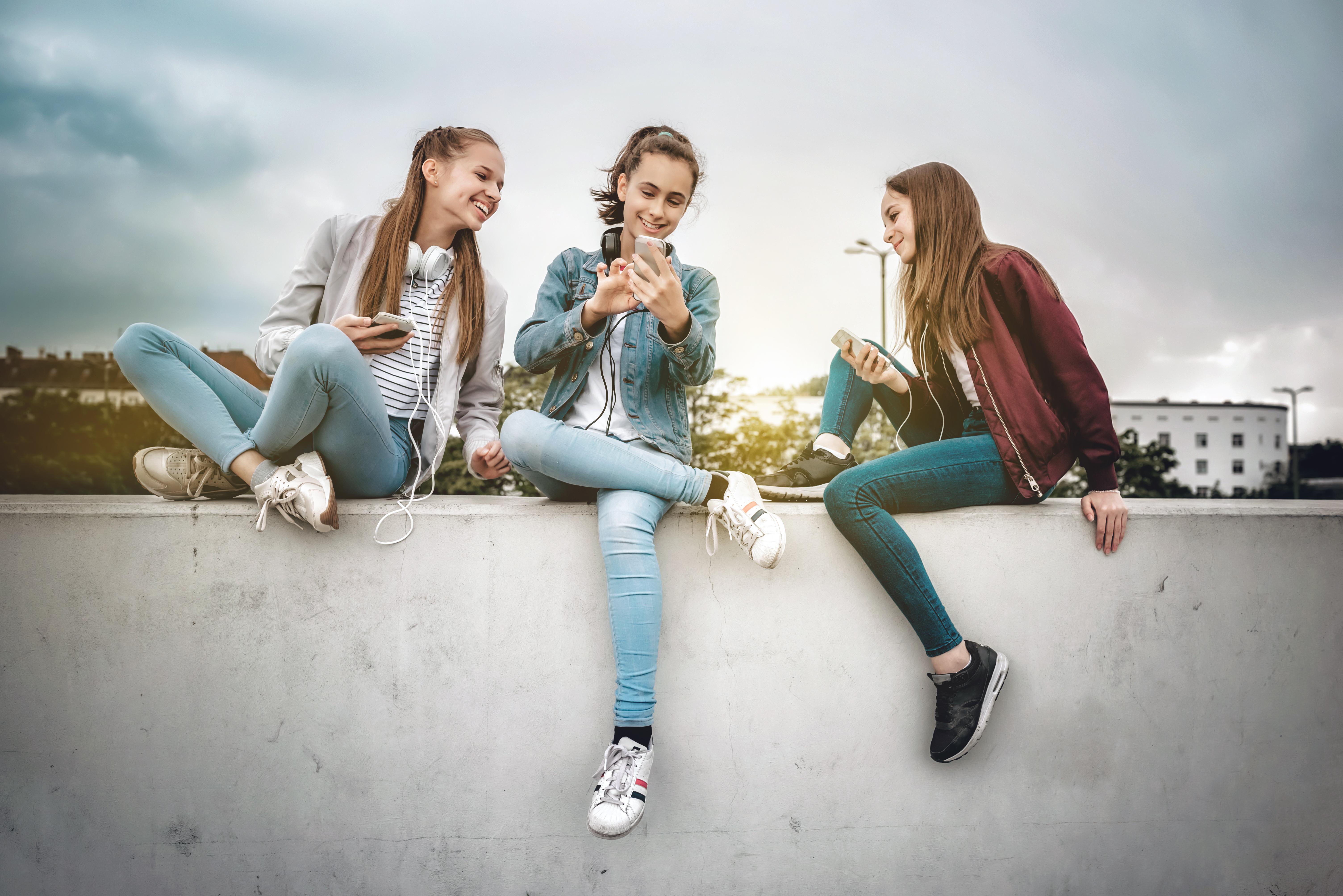 free-teenage-girls-brochures